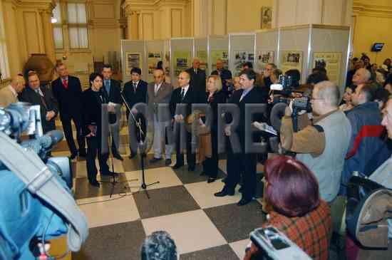 Protest-al-detinutilor-politic-fata-de-Raportul-Tismaneanu-Roncea-Postolachi-Dr-Mija-Dobre-Vasile-Paraschiv-Muzeul-de-Istorie