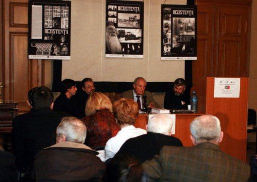victor-roncea-cu-prof-badescu-acad-giurescu-si parintele gabor la-conferinta-despre-raportul-tismaneanu